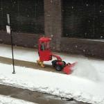 Как правильно пользоваться электрическим снегоуборщиком